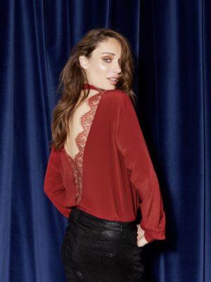 Εξώπλατη κόκκινη μπλούζα Suzi Soaked in Luxury